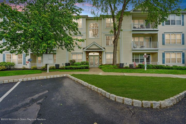 348 Saint Andrews Place, Manalapan, NJ 07726