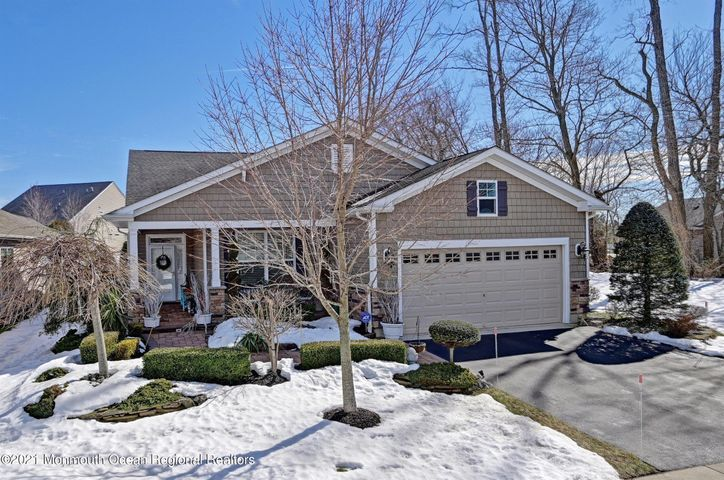 18 Day Star Road, Manalapan, NJ 07726