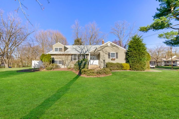 32 Chestnut Ridge Road, Holmdel, NJ 07733