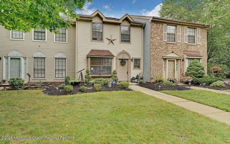 4 Lindsey Court, Lakewood, NJ 08701