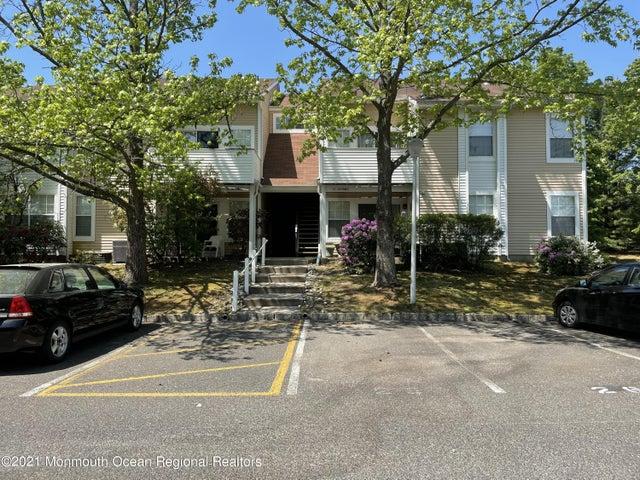 27 Fennec Court, Tinton Falls, NJ 07753