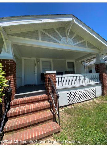 936 square feet comprised of 2 bdrms 1 bath living room, dining room kitchen: set on 38 x 127' property just two blocks west of Ocean Avenue .