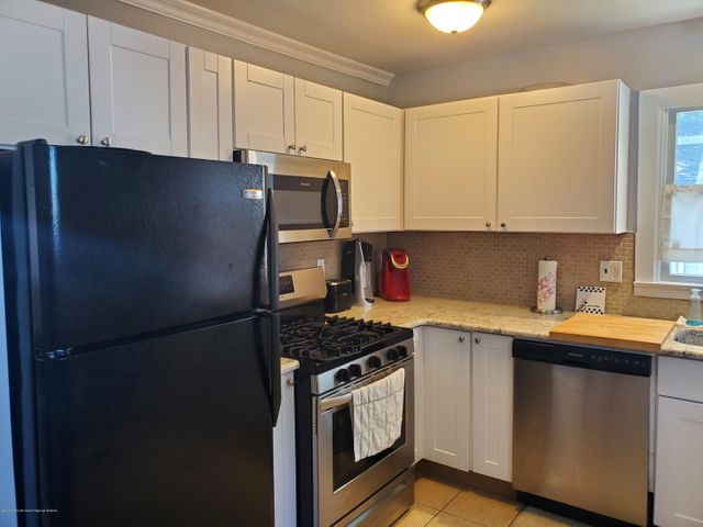 Newer kitchen with updated cabinet, counters and appliances