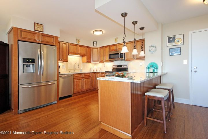 FLAWLESS!! Is the only way to describe 1 Scenic Drive, Apt. 406