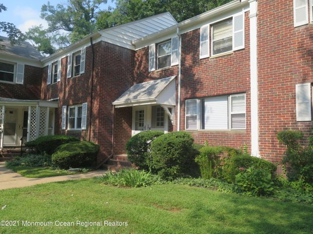 newly renovated 1st floor condo w/garage *all neutral decor* ready to move in! Shows beautifully!