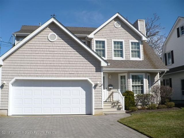 Ideally located, this beach block, 4 bedroom, 4 bath home is just 5 houses to the beach & 1 1/2 blocks to town!