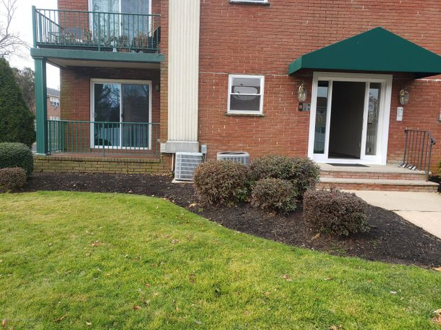 Updated 2 bedroom unit at the Galsworthy Arms. Close to everything, beach, shopping, places of worship, etc. Newer appliances, kitchen, flooring and updated bathrooms. Comes with one parking spot, and access to outdoor pool. This is a lovely corner unit, with much to offer! You don't want to miss this!