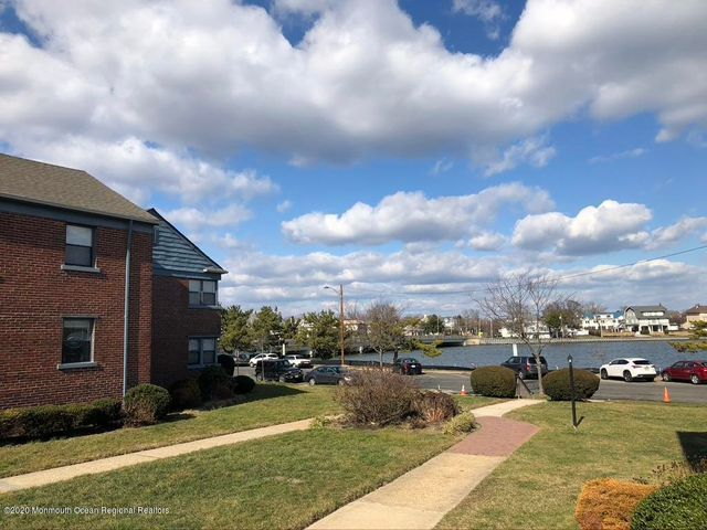 FABULOUS LOCATION WITH ASSIGNED  AND DEEDED PARKING!(RARE FIND IN ASBURY PARK).   THIS PET FRIENDLY DEVELOPMENT IS RIGHT ON DEAL LAKE, IN THE HIGHLY DESIRABLE NE SECTION OF ASBURY PARK.  ONLY 2 BLOCKS FROM THE BEACH AND BOARDWALK.  THE UNIT HAS HARDWOOD FLOOR THROUGHOUT, GRANITE COUNTERS, SS APPLIANCES IN THE KITCHEN.  HOT WATER, HEAT AND GAS ARE ALL INCLUDED IN THE MAINTENANCE FEE.  PERFECT CHOICE FOR SELF USE OR INVESTMENT.