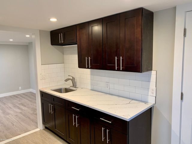 Tastefully renovated loft style 3 bedroom apt with parking in rear.  This apt is like brand new, hardwood floors thru out, granite countertops, stainless stell appliances, recessed lights... Must see to appreciate..