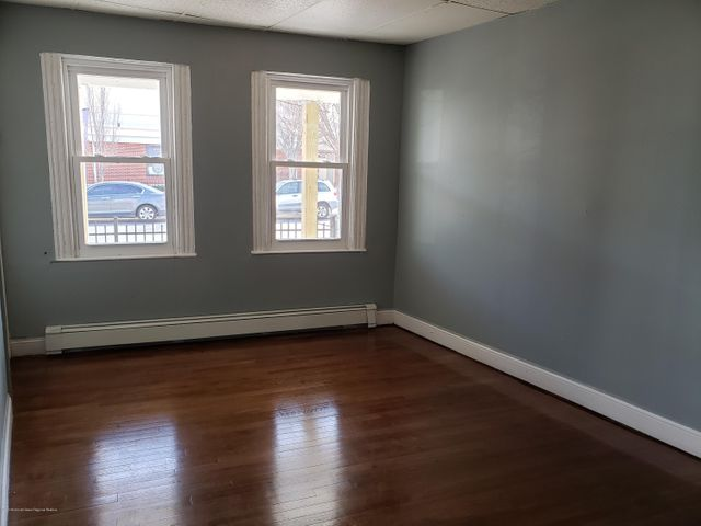 Nice one bedroom annual rental located near Cookman Ave section of Asbury Park, and train station.  Stainless steel appliances, hardwood floors, and freshly painted. Ready for immediate occupancy.