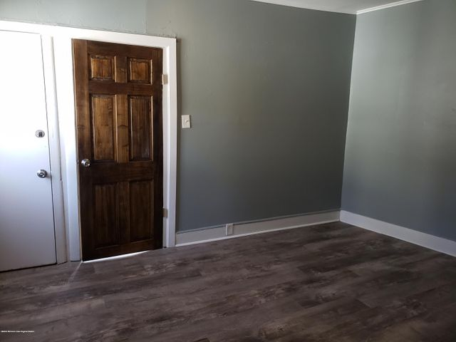 Nice 2nd floor, one bedroom annual rental located near Cookman Ave section of Asbury Park, and train station. All new kitchen with granite counter tops, stainless steel appliances, vinyl plank floors, and freshly painted. Ready for immediate occupancy. No pets.