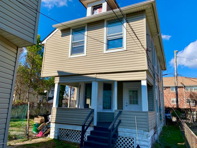 Recently renovated large carriage house w ocean views from porch.. Hardwood floors thru out, washer and dryer  and fenced in yard. Must see to appreciate