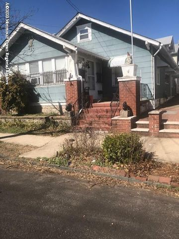 Charming 2 bedroom cottage with a DRIVEWAY AND GARAGE!-new kitchen and bath and side yard. Also has a working fireplace-hardwood floors thru out.- Located in a quiet neighborhood in the  south end of town.