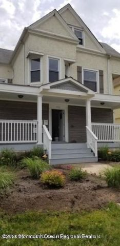Recently renovated 1 bedroom apt, with all the bells and whistles... Recessed lighting, hardwood like floors, granite countertops, washer and dryer and permit parking directly across the street