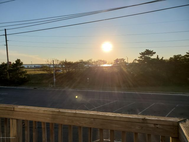 Upper level 3 bed/ 1 bath apartment overlooking Barnegat Bay. Apartment features central A/C, two decks and spacious living space. Off street parking and in unit laundry as well! Also available for winter rental.