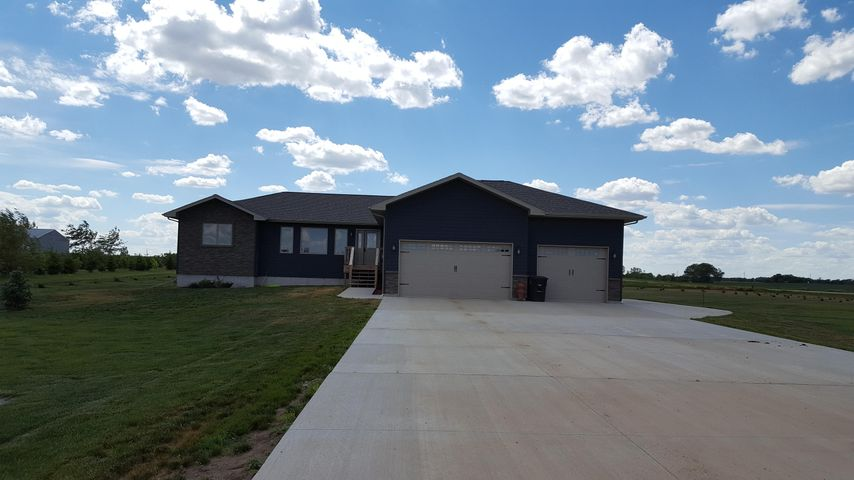 25805 W Enemy Creek Loop, Mitchell, SD 57301