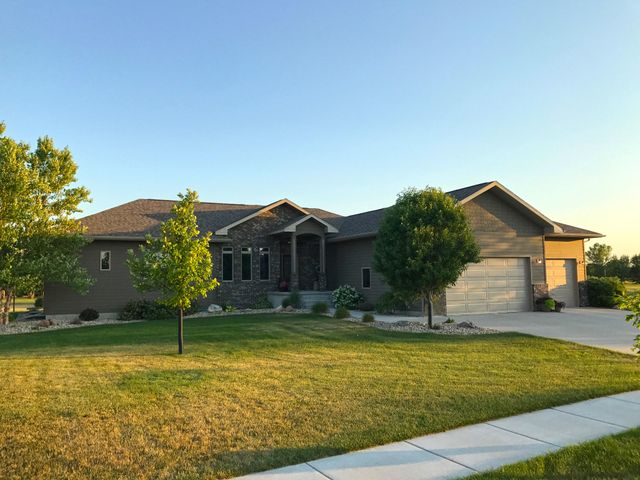 709 Doris Dr, Mitchell, SD 57301