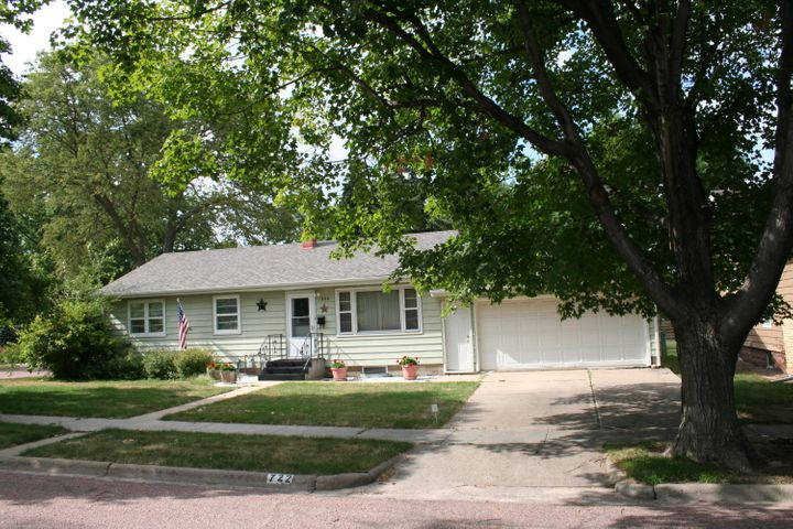 722 W Birch Ave, Mitchell, SD 57301