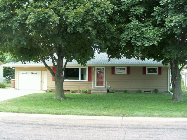 824 E 12 Ave, Mitchell, SD 57301