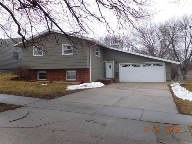 824 W Birch Ave, Mitchell, SD 57301