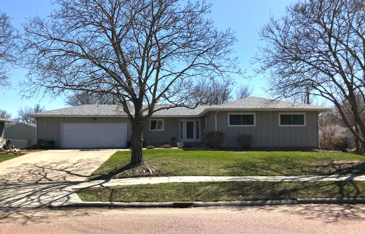 211 W 15th Ave, Mitchell, SD 57301