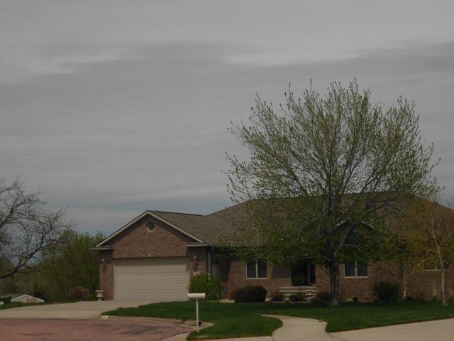 34 Cypress Point, Mitchell, SD 57301