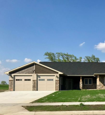 2016 Quiett Ln, Mitchell, SD 57301