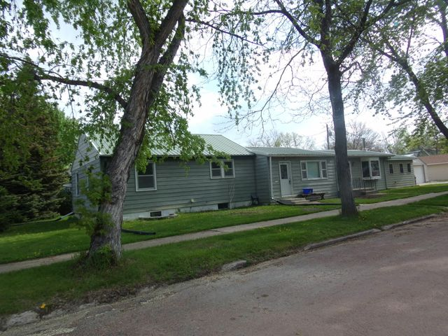622 W 6th Ave, Mitchell, SD 57301