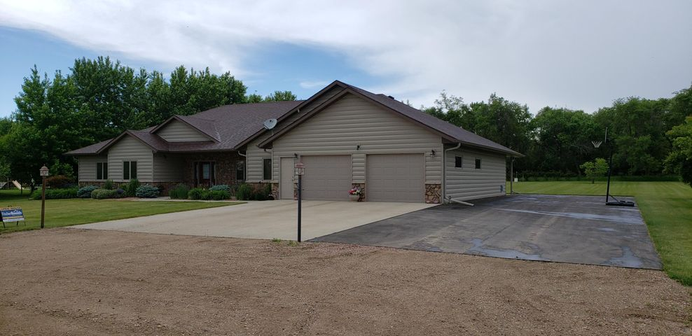 504 Nathan Ave, Mitchell, SD 57301