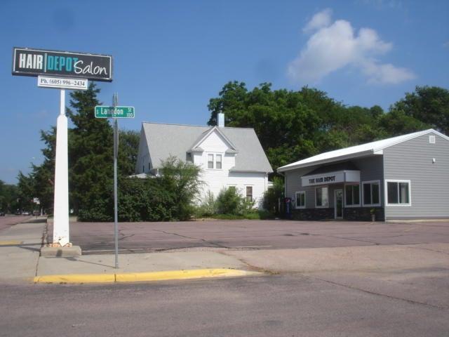 401 E 1st St, Mitchell, SD 57301