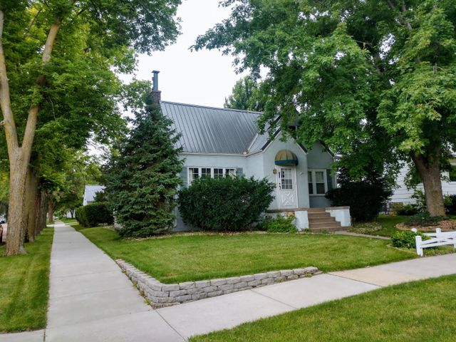 821 E 1st Ave, Mitchell, SD 57301