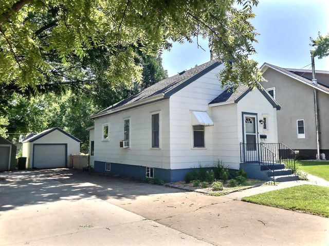 412 S Minnesota St, Mitchell, SD 57301