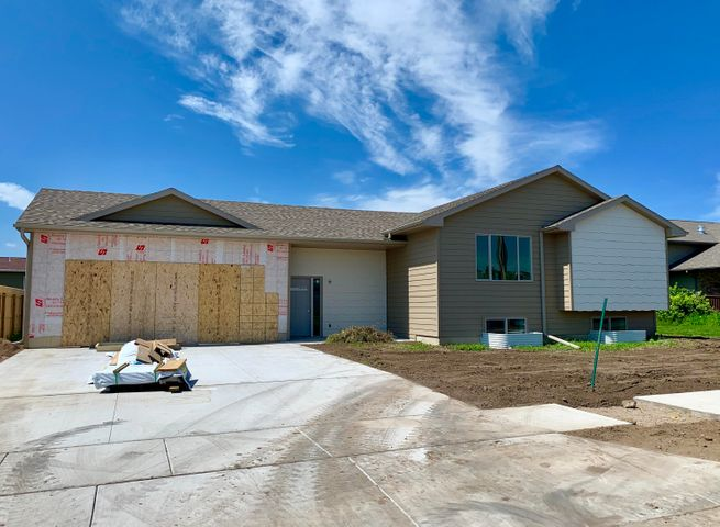 201 Christine St, Mitchell, SD 57301