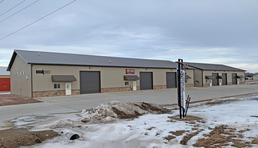 960 N Ohlman Dr, Mitchell, SD 57301