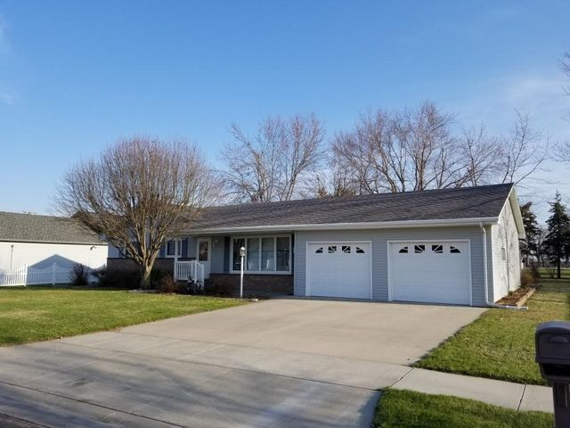 714 E ASH St, Parkston, SD 57366