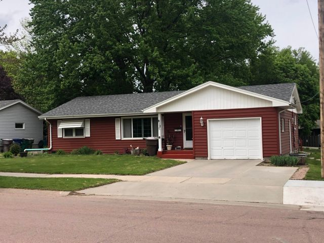 812 W Birch Ave, Mitchell, SD 57301