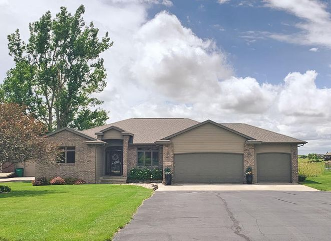 2965 Dailey Dr, Mitchell, SD 57301