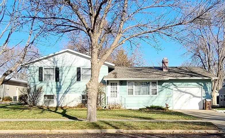 310 E 13TH Ave, Mitchell, SD 57301