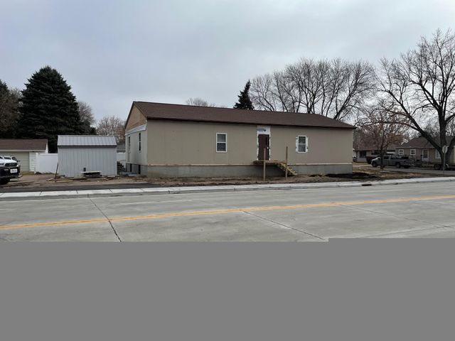 324 W 10th St, Mitchell, SD 57301