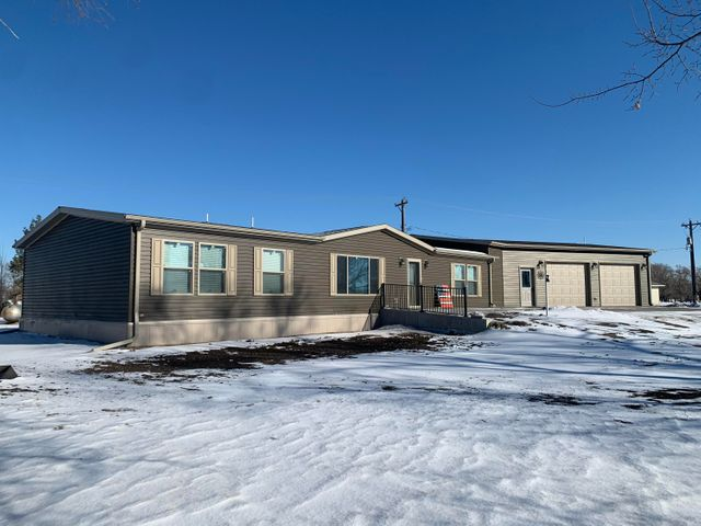 403 S Johnston St, White Lake, SD 57383