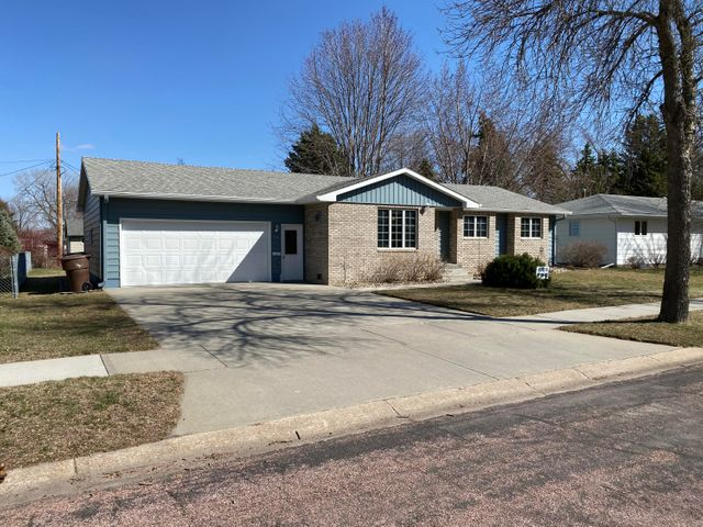516 S Anderson St, Mitchell, SD 57301