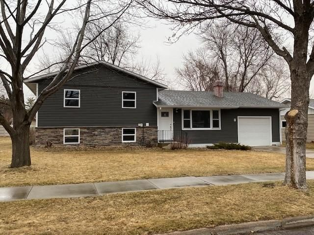 310 E 13 Ave, Mitchell, SD 57301