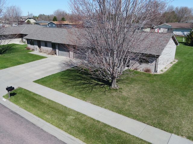 1106/1108 W Hurst Ave, Mitchell, SD 57301