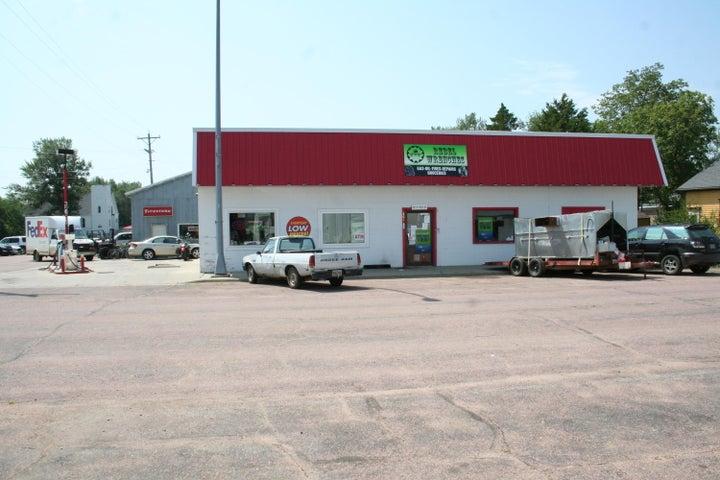 201 W Main St, Delmont, SD 57330