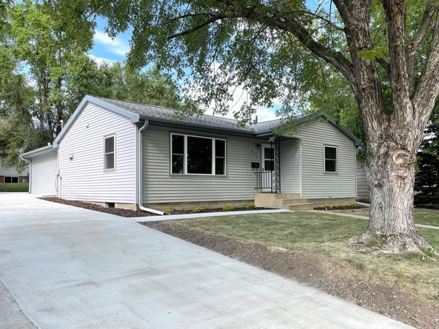 920 W 7th Ave, Mitchell, SD 57301