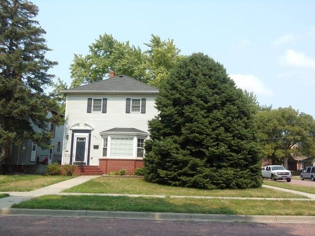 420 E 4th Ave, Mitchell, SD 57301