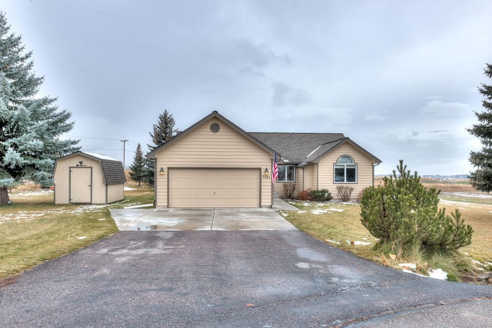 OPEN HOUSE! SUNDAY, NOV 19TH, 1-3PMGreat home tucked back in a quiet cul-de-sac. 1 acre lot close to The Ranch Club golf course. The home features 3 bedrooms and 2 baths upstairs, an open concept kitchen/dining and living space. Downstairs is 2 additional bedrooms, 1 bathroom and a family room. The home has been updated with new wood flooring, paint and the addition of the downstairs bathroom. The spacious and private 1 acre lot is landscaped and offers views to the west and north. This is a must see property!