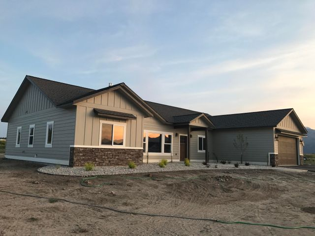 670 Broken Arrow Loop, Hamilton, MT 59840