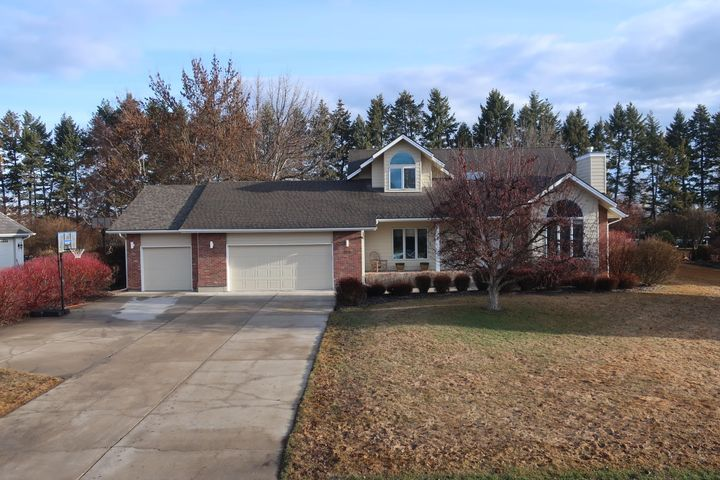 208 River View Drive, Kalispell, MT 59901