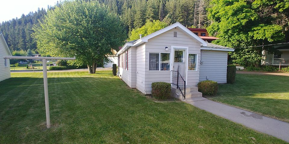 9485 Cross Street, Bonner, MT 59823